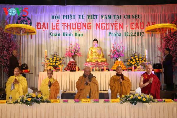 Vietnamese in Czech Republic pray for peace on New Year