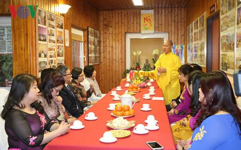 Ambassadors in Czech learn about Vietnamese culture