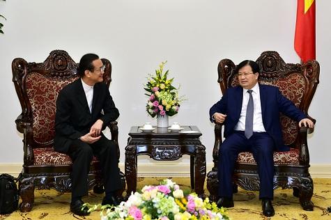 รองนายกรัฐมนตรีเวียดนามให้การต้อนรับประธานเครือบริษัทอมตะ