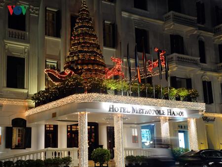บรรยากาศฉลองเทศกาลคริสต์มาสในกรุงฮานอย