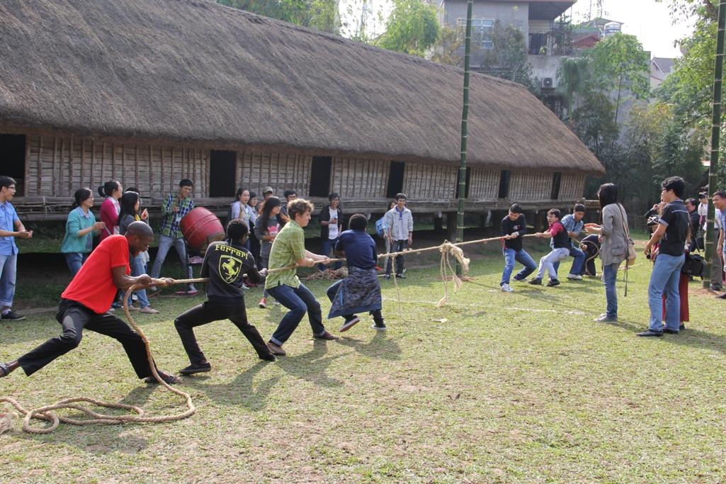 """รายการ """"ศึกษาค้นคว้าเทศกาลตรุษเต๊ตของเวียดนาม"""" ณ พิพิธภัณฑ์ชาติพันธุ์เวียดนาม"""