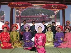 โปรแกรมทัวร์ ล่องแม่น้ำ Huong ฟังเพลงพื้นเมืองเว้