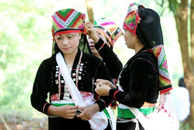 ชนเผ่าเคอมู้ในเวียดนาม