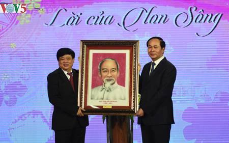 Chủ tịch nước dự chương trình nghệ thuật