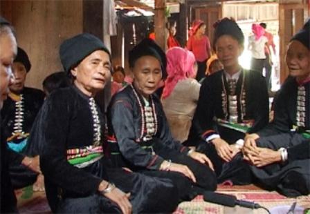 Том – своеобразный жанр народного пения народности Кхму