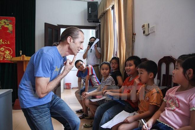 US war veteran opens free English classes in Hanoi