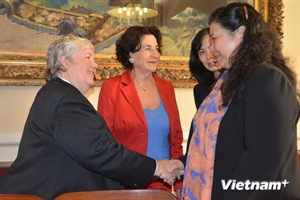 10/10/2014 - 14:46   (VOVworld) - National Assembly Vice Chairwoman Tong Thi Phong has praised the assistance to Vietnam of the France-Vietnam Friendship Parliamentarians' Group of the French Senate.    More