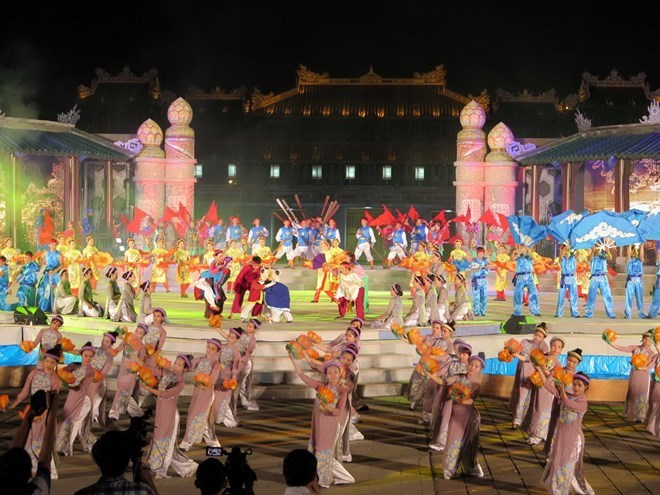 Colorful art performances kick off Hue Festival 2016