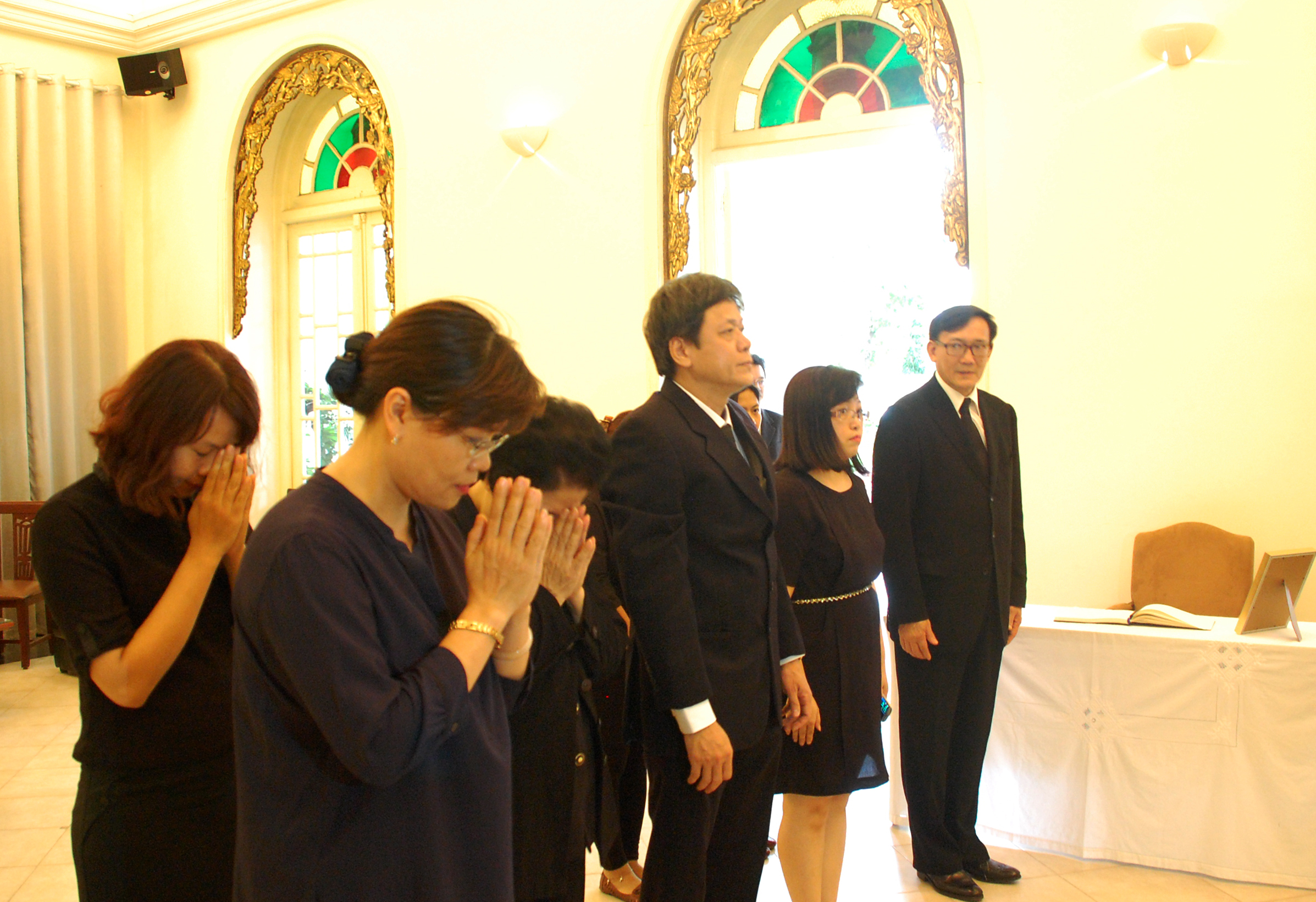 VOV's leaders pay tribute to the Thai King