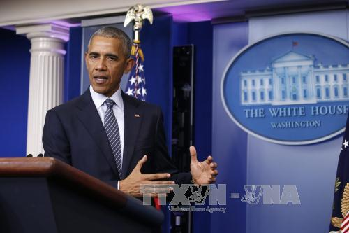 "Obama urges Trump to send ""signals of unity"""