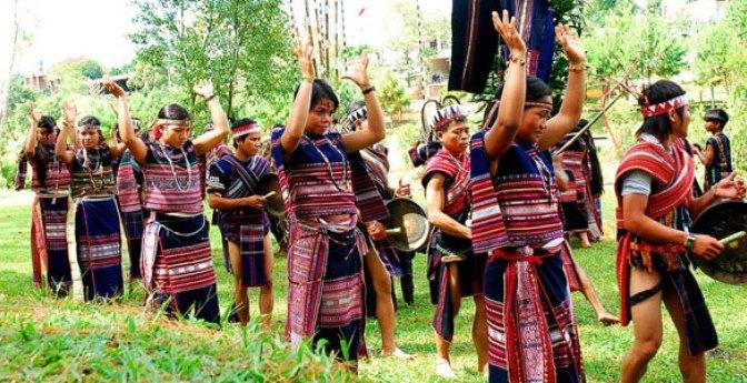 Traditionelle Tänze der K'Ho