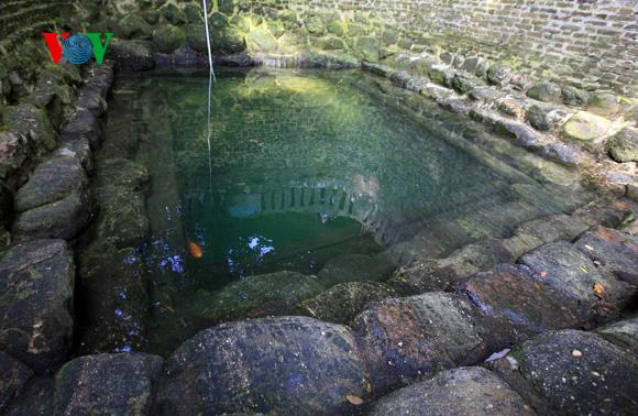 Der Dorfbrunnen spiegelt das rituale Leben der Menschen wider