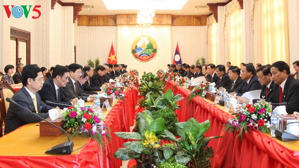 การเยือนลาวของนายกรัฐมนตรี เหงียนซวนฟุก ทำให้ความสัมพันธ์เวียดนาม-ลาวมีความลึกซึ้งมากขึ้น
