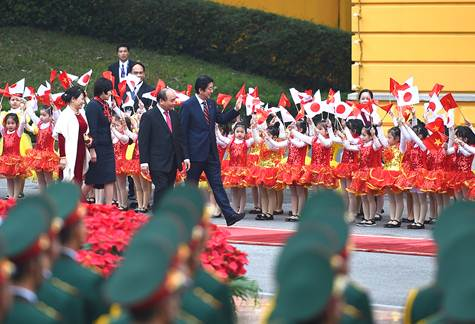 Japanese PM wraps up Vietnam visit