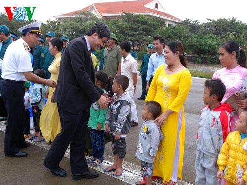 VOV delegation visits Big Truong Sa island