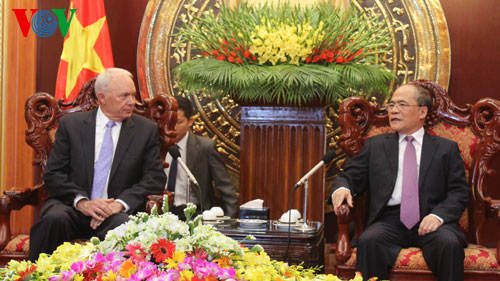 Vietnam, US boost cooperation in science, education, healthcare