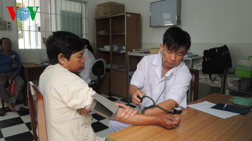 Doctor Luan Thanh Truong leaves city for island