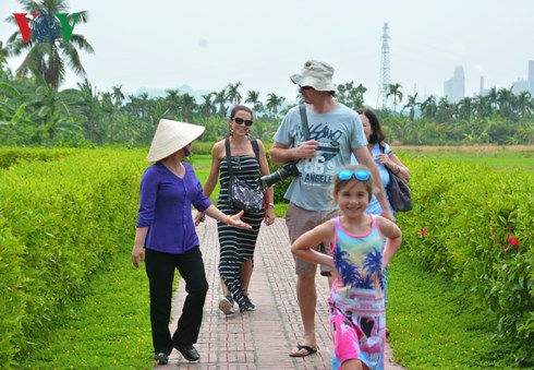 Farmer tourist guides in Quang Ninh province
