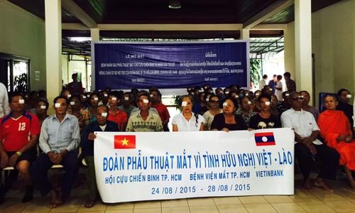 Vietnamese doctors provide free eye surgery for poor Lao patients