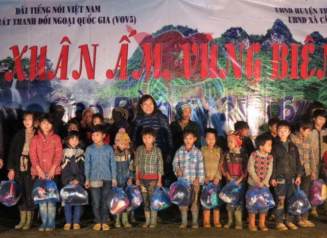 VOV5's charity program in Cao Bang border province