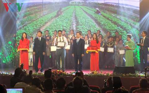 Literary and artistic works on agriculture, rural development win awards