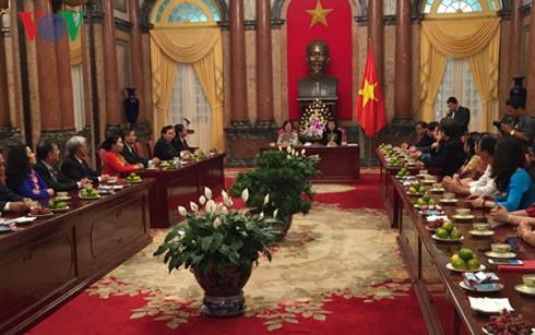 Vice President receives representatives of Vu A Dinh fund