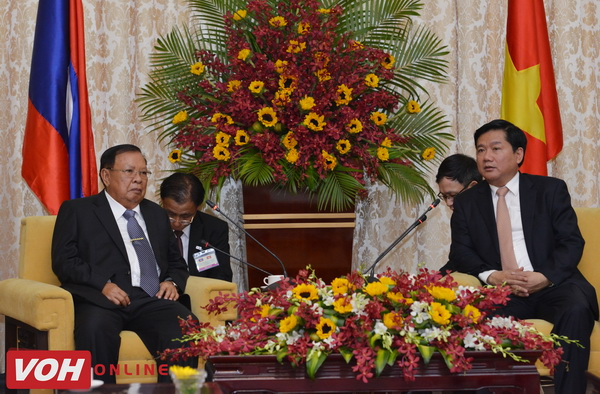 Laos's Party General Secretary and President visits HCM city