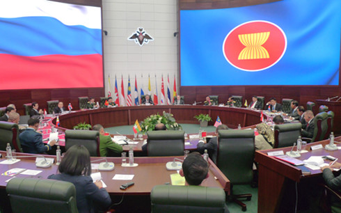 Defense Minister meets counterparts from other ASEAN countries