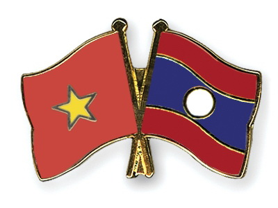 President meets liaison committee for former Vietnamese volunteer soldiers and experts in Laos