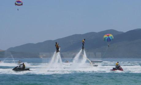 芽庄湾旅游区的海滩体育和娱乐区投入使用