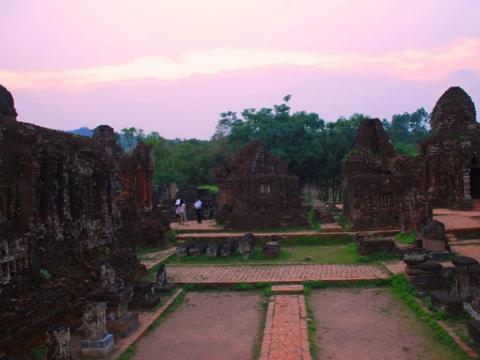 越南美山文化遗产群体新发现多件有价值文物