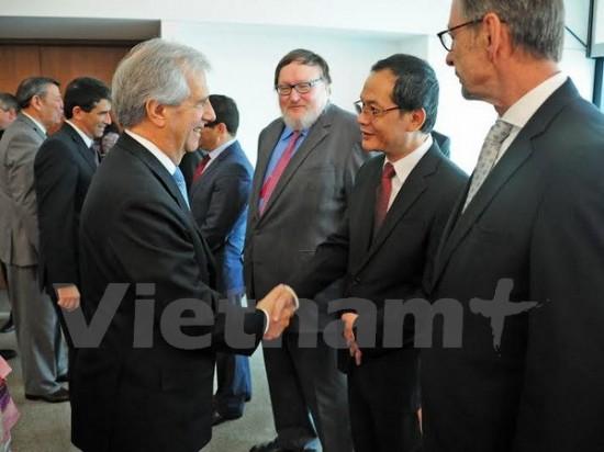 Vietnam, Uruguay strengthen relations