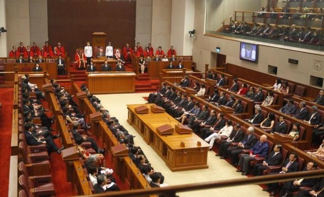 Singapore amends Constitution