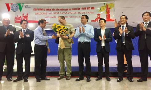 Во Вьетнам приехал первый иностранец, которому выдана электронная виза