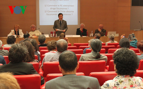 "6/19/2014 - 16:43   (VOVworld)- The France-Vietnam Friendship Association hosted a workshop on Vietnam in Paris on Tuesday under the theme ""Vietnam's stable economic growth and successful international integration policies"".    More"