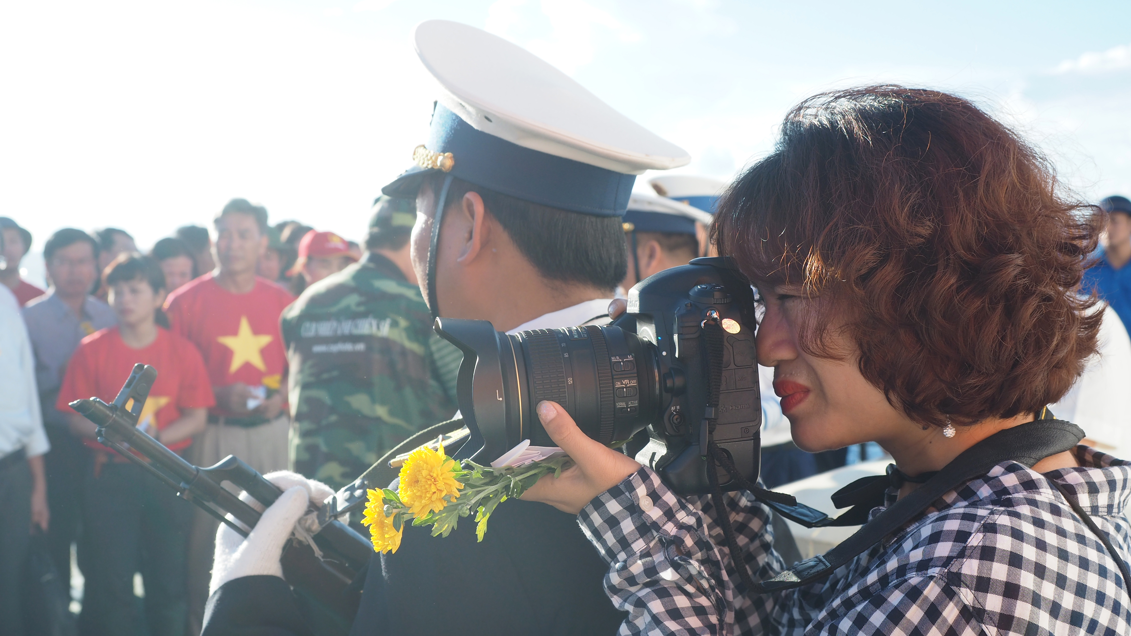"Photo exhibition "" Truong Sa - Here we come"" by journalist Nguyen My Tra"