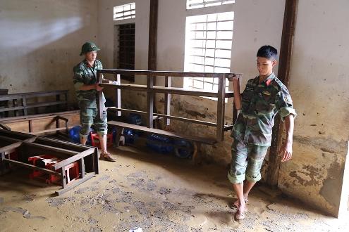Quang Binh: après les crues, l'entraide
