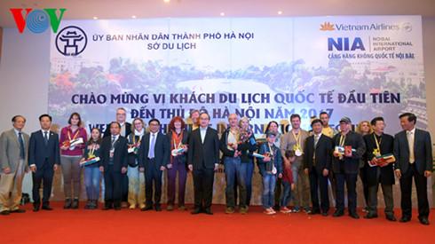 Hanoi et Ho Chi Minh-ville accueillent les premiers touristes étrangers de 2017