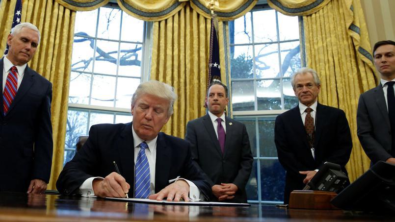 TPP: Donald Trump signe l'acte de retrait des Etats-Unis