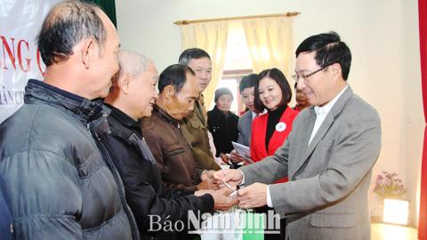 Tet : Pham Binh Minh se rend à Nam Dinh