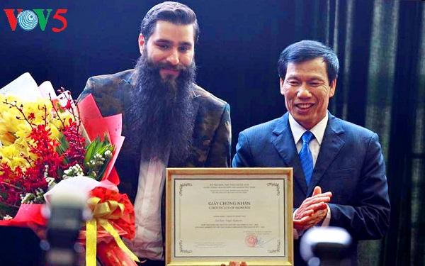 Le réalisateur du film «Kong: Skull Island» devient l'ambassadeur du tourisme vietnamien
