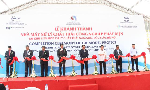 Inauguration de la 1ère usine de transformation de déchets industriels en énergie au Vietnam