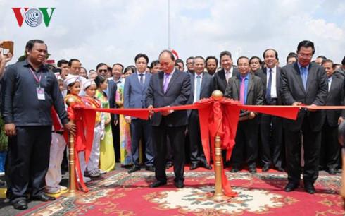 Inauguration du pont d'amitié Chrey Thom-Long Binh