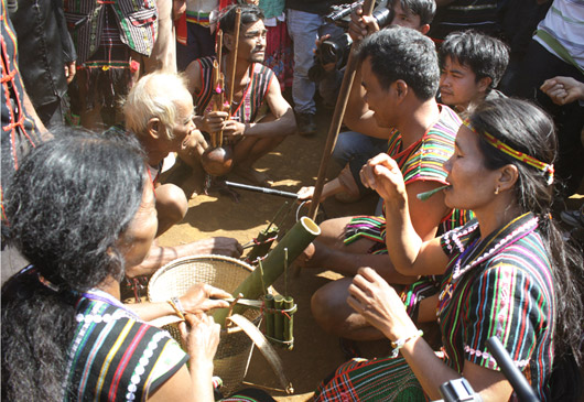 Определение фамилии представителей народности Мнонг