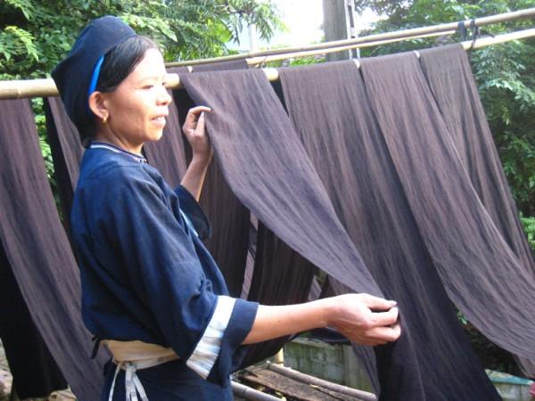 L'incontournable bleu indigo des costumes Nung