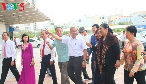 越南国会常务副主席丛氏放视察同奈省