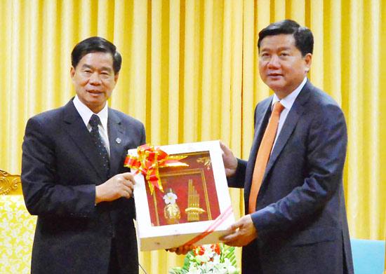 胡志明市与老挝万象加强合作