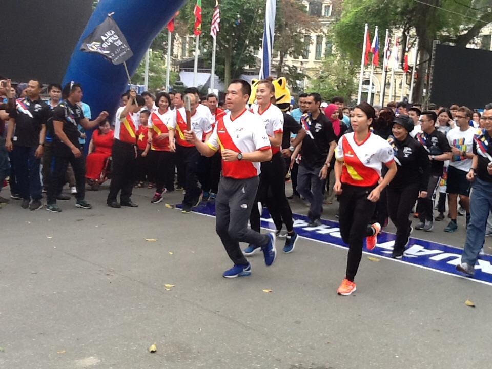 越南举办响应第29届东南亚运动会和第9届东南亚残疾人运动会的接力跑活动