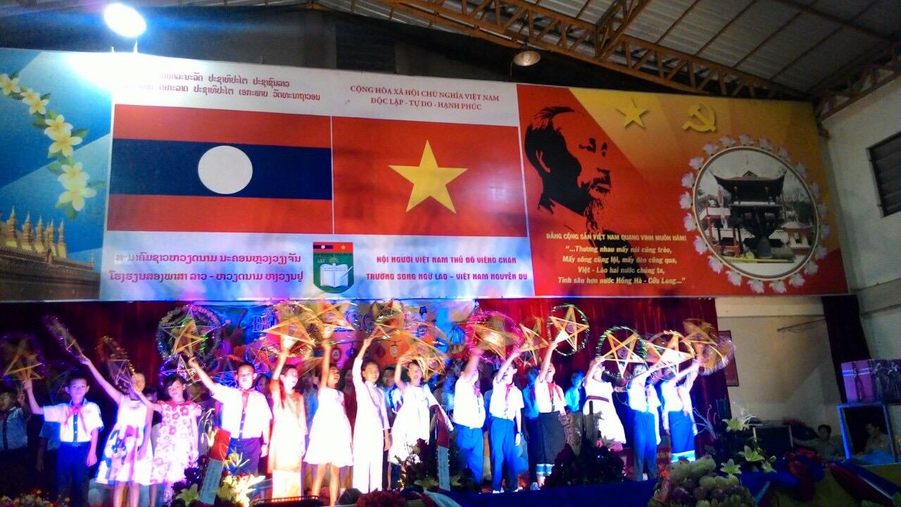 Tết Trung thu ấm áp của con em người Việt tại Lào