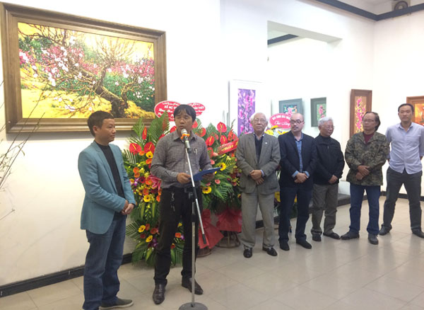 Vẻ đẹp hoa đào trong tranh của Nguyễn Hữu Khoa